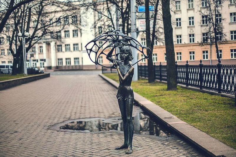 Девушка с зонтом
