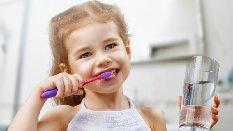 Ополаскивание рта водой после чистки