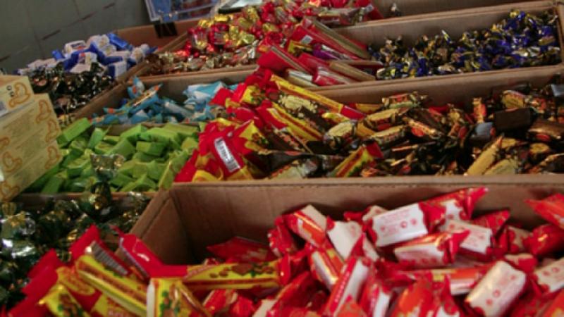 конфеты на прилавке