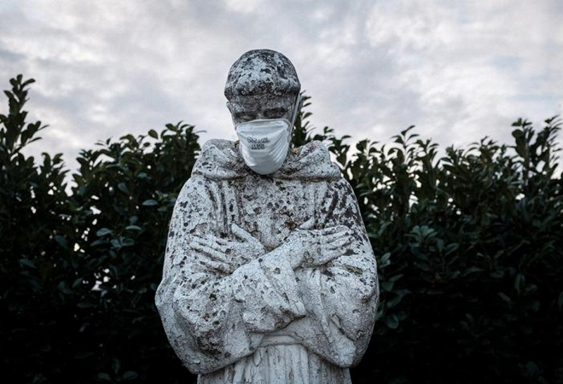 статуя на карантине