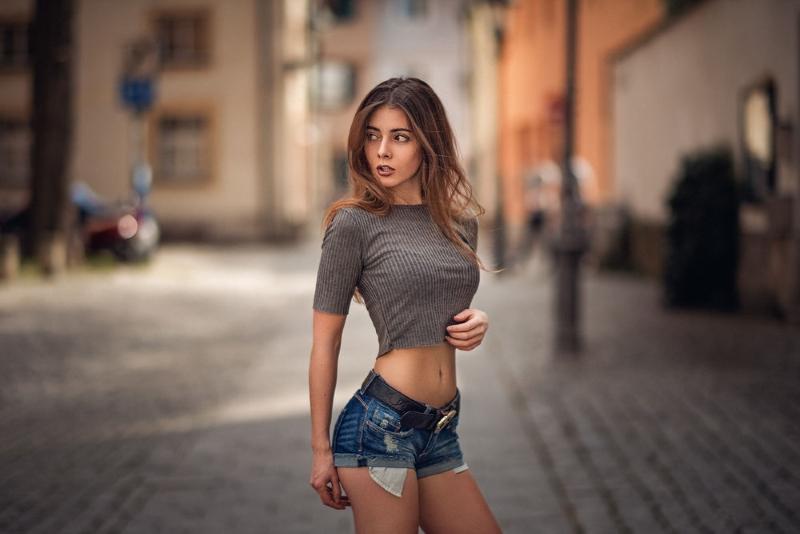 стройная девушка